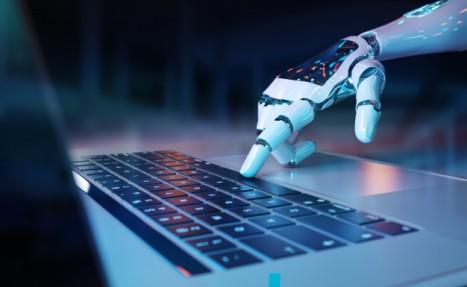 mano-robotica-presionando-teclado-computadora-portatil_117023-903